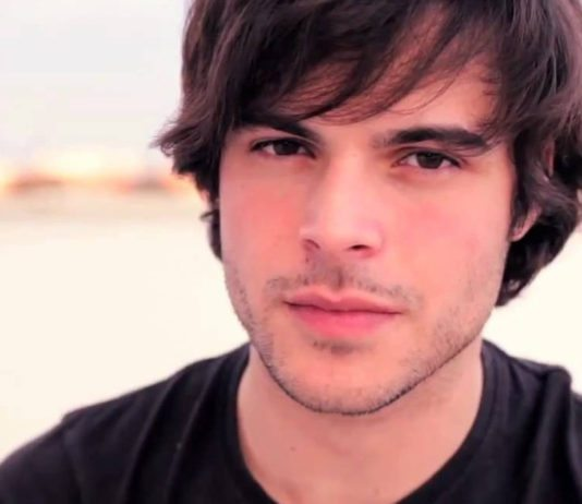 Guglielmo Scilla, in arte Willwoosh, rivela di essere gay in un video in cui elenca cose che gli piacciono e non.