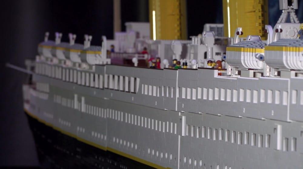 Fratellini distruggono Titanic alla mostra dei Lego