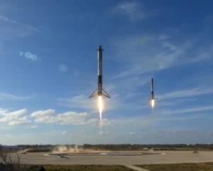 I due lanciatori del Falcon Heavy atterrano