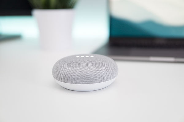 Google Home Mini con Google Assistant
