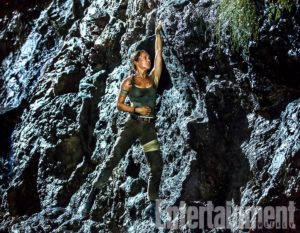 Tomb Raider film 2018 screenshot 1 scalata