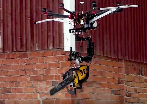 Drone da guerra, drone con motosega, droni d'assalto