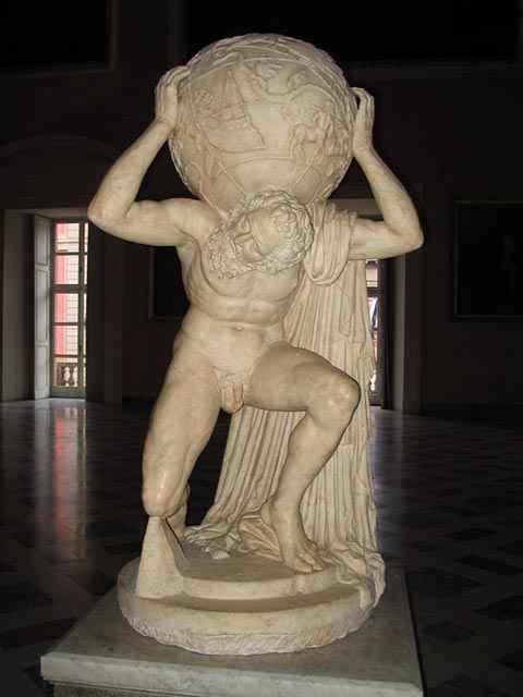 Una statua di Atlante che sorregge il mondo