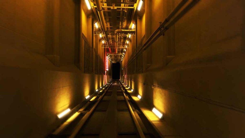 Il tunnel della metropolitana colorato di giallo all'interno di Mirror's Edge