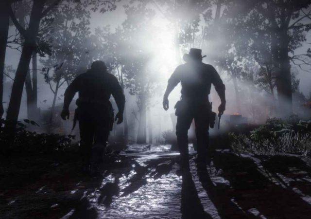 Screenshot che ritrae Arthur Morgan e Charles Smith camminare al chiaro di luna in Red Dead Redemption 2