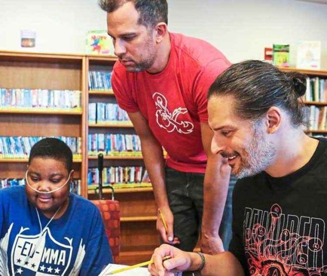 Joe Manganiello gioca a D&D con i piccoli pazienti del Children's Hospital di Pittsburgh