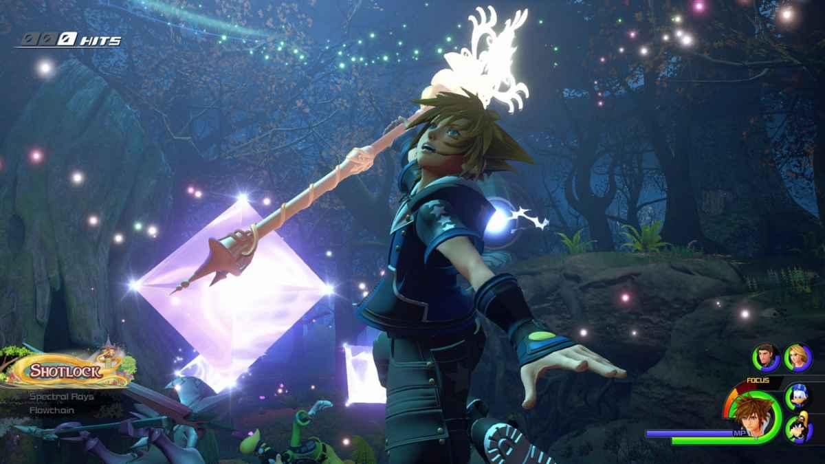 Screenshot di Kingdom Hearts 3 che ritrae Sora intento in un attacco speciale nel mondo di Rapunzel