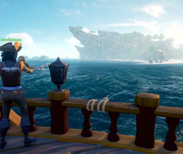 Screenshot che ritrae un giocatore a bordo della sua nave ammirare l'oceano e le sue isole