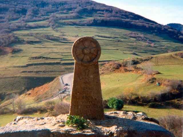 Crociata Albigese - Montségur Monolit