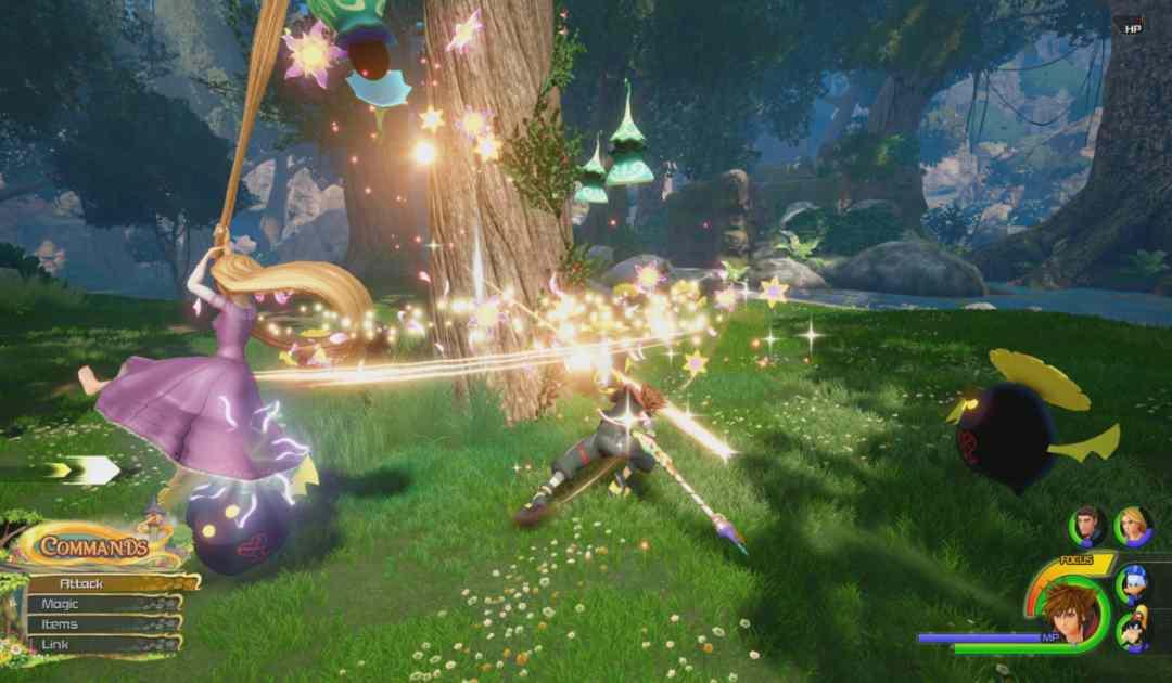Screenshot di un combattimento in Kingdom Hearts 3 che prende piede nel Regno di Corona