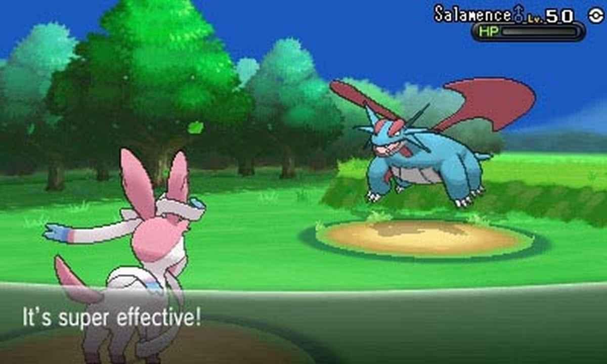 Screenshot da Pokémon X&Y che raffigura una battaglia tra un Sylveon ed un Salamence