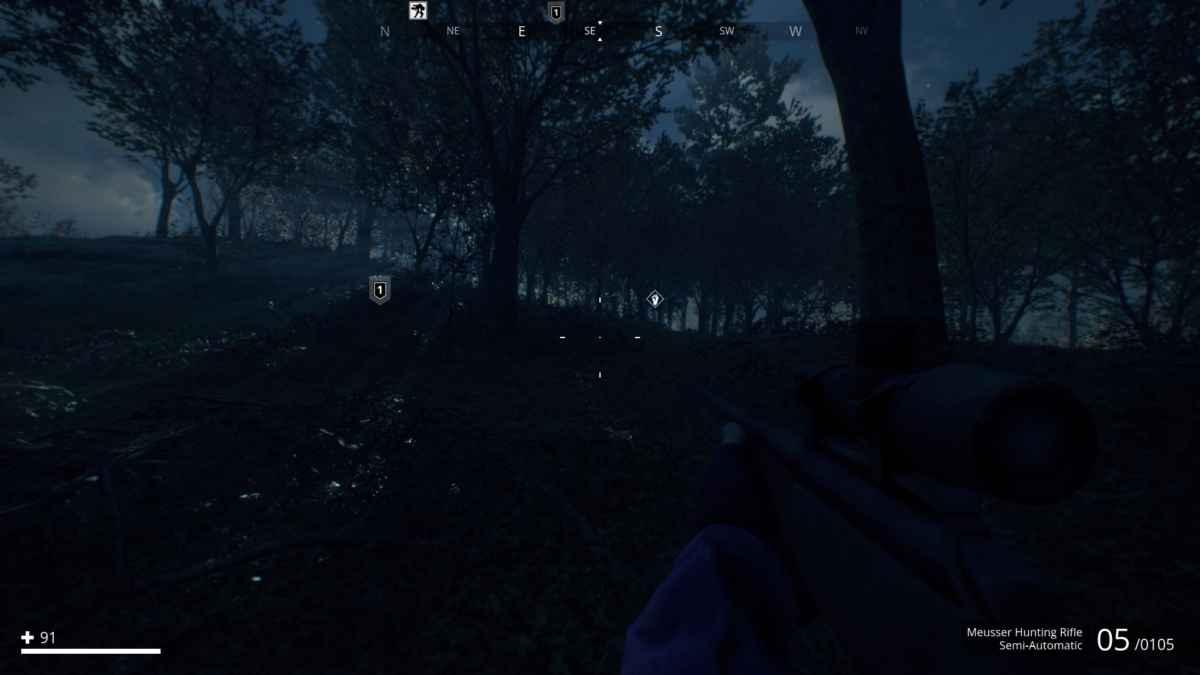 Screenshot da Generation Zero che raffigura un viaggio a piedi in una foresta di notte