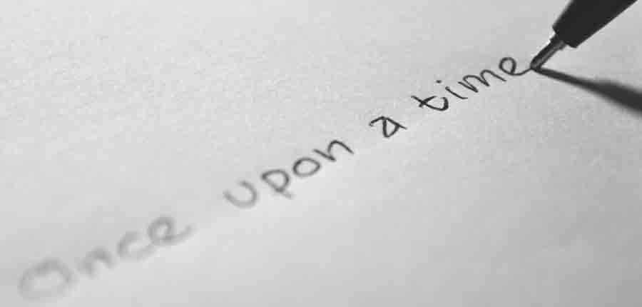 """L'immagine mostra un foglio di carta sul quale qualcuno ha scritto a penna """"Once upon a time"""", ovvero """"C'era una volta"""""""