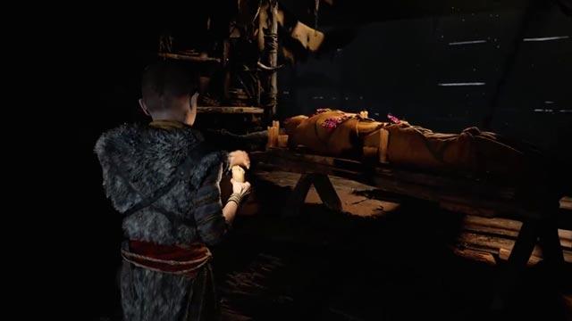 Faye, moglie di Kratos e madre di Atreus, pronta per la pira funeraria