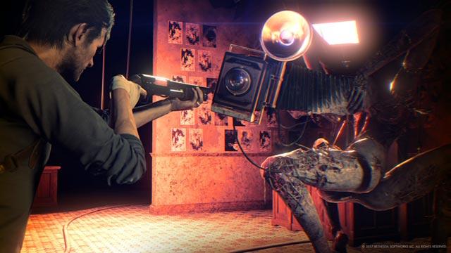 La macchina fotografica vintage che funge da testa di Obscura in The Evil Within 2