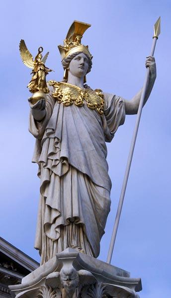 Pallade Atena con in mano Nike, la vittoria - statua visibile davanti al Parlamento Austriaco, Vienna