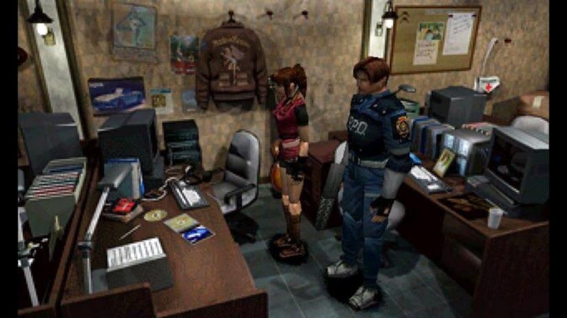 Resident Evil 2: personaggi esplorano ambiente
