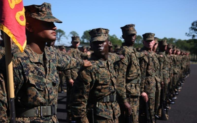 Un plotone di marines a raccolta