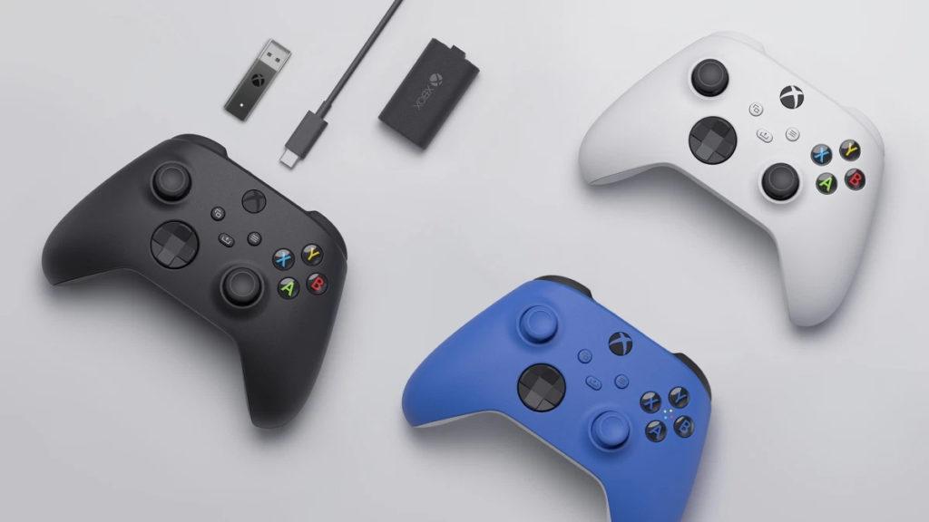 Le tre colorazioni ufficiali dei controller Xbox