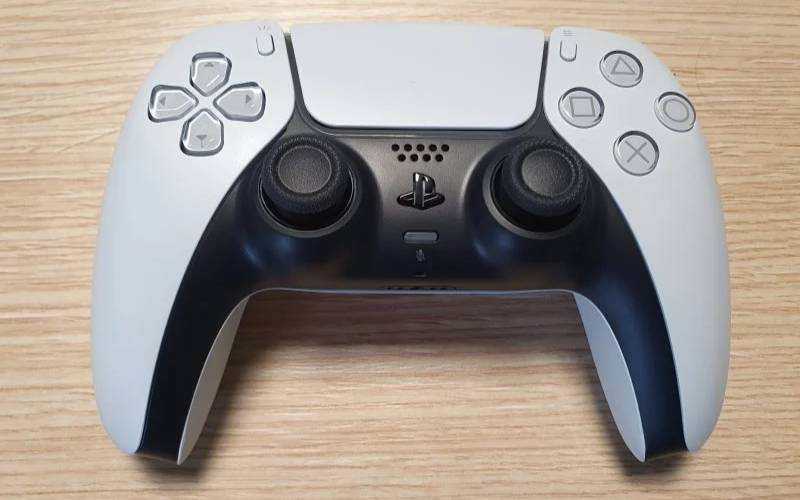 PS5, PlayStation 5, DualSense, DualSense PlayStation 5 non funziona su PlayStation 4, DualSense funziona su PlayStation 3, DualSense Nintendo Switch