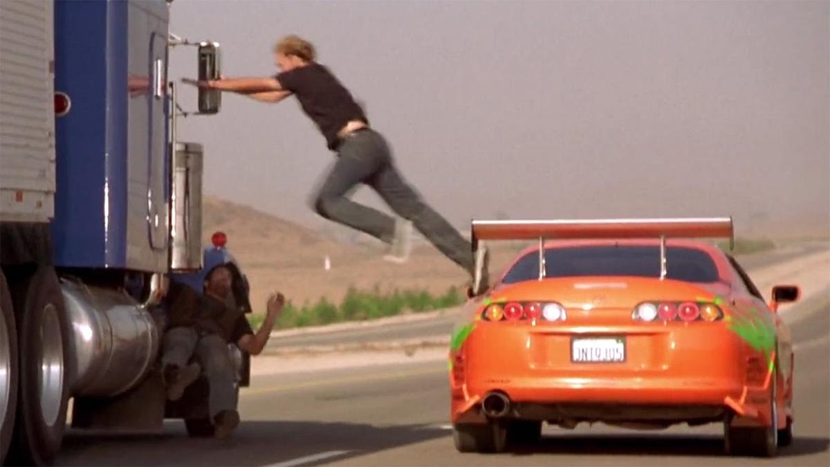 Uomo si lancia su un camion dall'auto in Fast & Furious