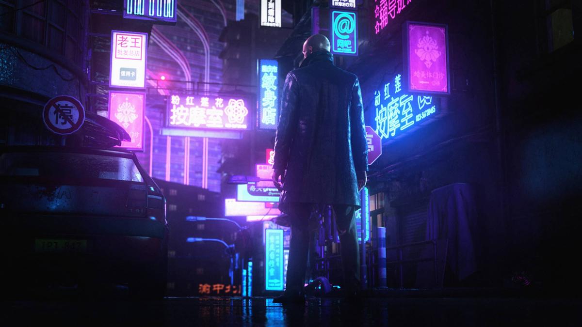 L'Agente 47 di Hitman tra i neon giapponesi