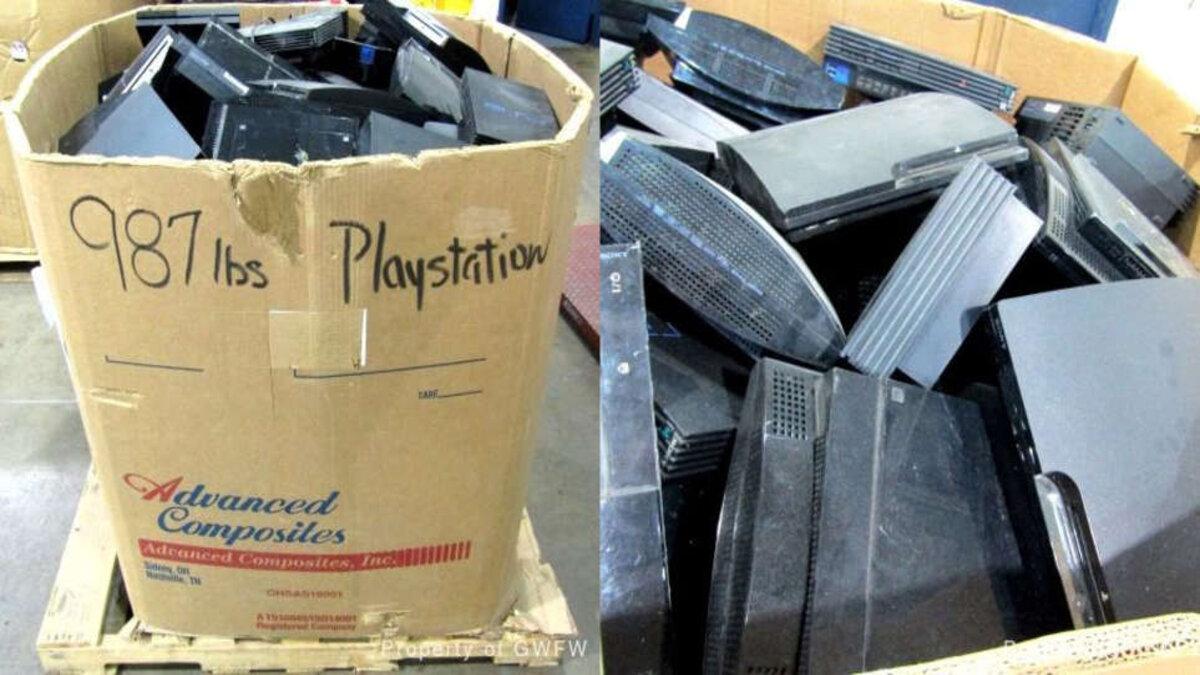 all'asta un cartone di vecchie playstation